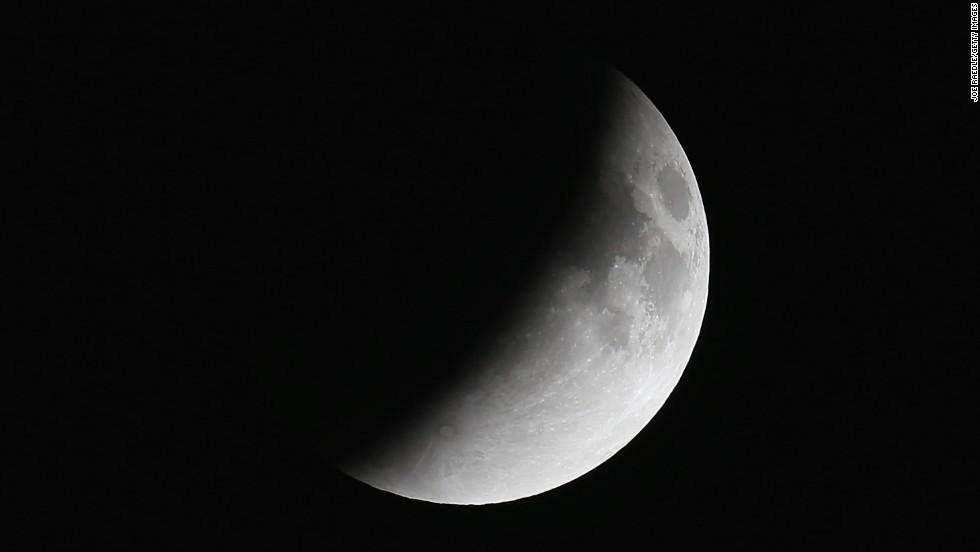 भोलि एक घण्टा ५७ मिनेट चन्द्रग्रहण लाग्ने
