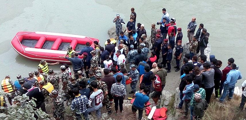 त्रिशुली नदीमा बस खस्दा मृत्यु हुनेको संख्या ३० पुग्यो, १२ को सनाखत