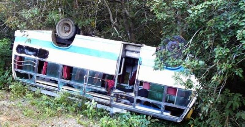 यात्रुबहाक बस दुर्घटना हुदा २ जनाको मृत्यु ४० जना घाइते