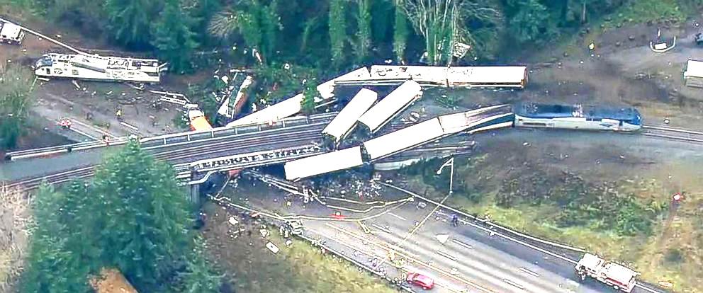 अमेरिकाको वासिंगटन राज्यमा रेल दुर्घटना, केहीको मृत्यु कयौँ घाइते,