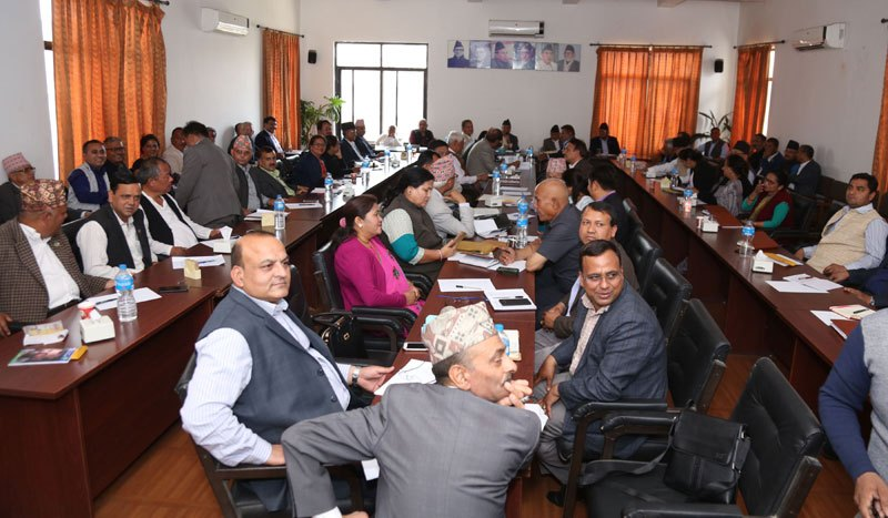 कांग्रेस बैठक जारी : देउवामाथी सिटौलाको आक्रमण