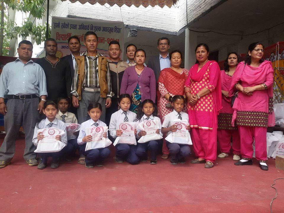 चामुण्डा माविमा भर्ना अभियान, अस्मितालाई कक्षा १२ सम्म निशुल्क पढाउँदै समाजसेवी भण्डारी