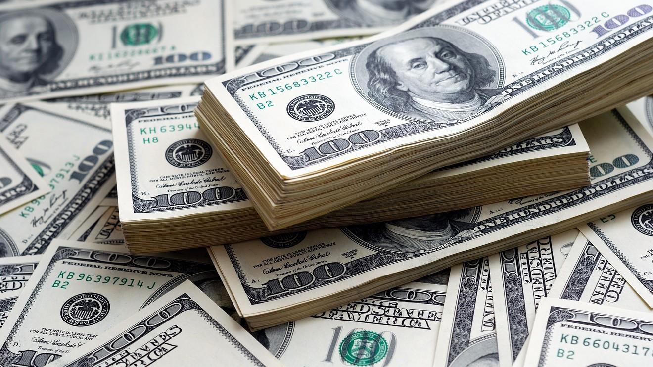 बढेको बढ्यै डलर, ११७ पुग्यो