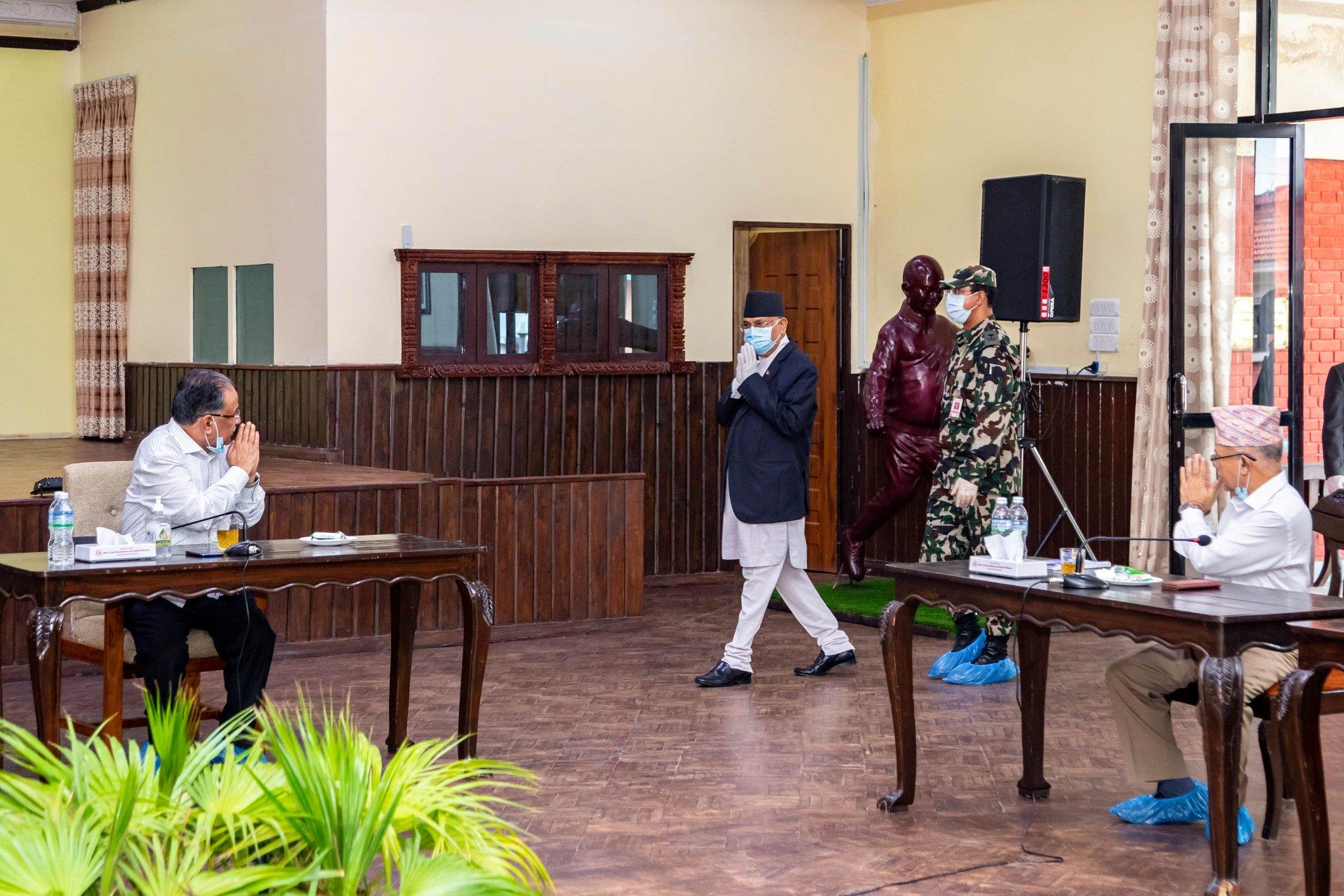 सचिवालय बैठक सकिएलगत्तै नेकपाका अध्यक्षद्वय शीतलनिवासमा