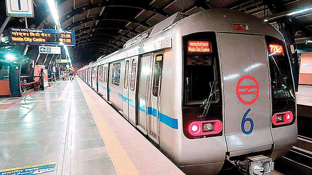 कोरोना भाइरस महामारीका कारण मार्चदेखि बन्द रहेका भारतका मेट्रो रेलहरूले सोमबार बिहानबाट सुरू