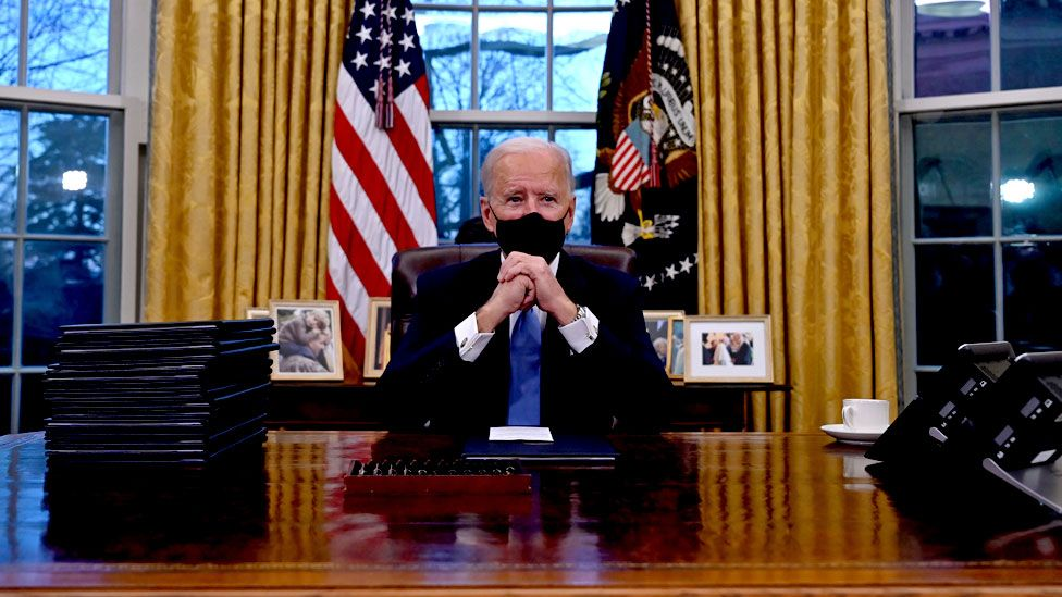 बाइडनले गरे अमेरिकाका ४६औँ राष्ट्रपतिका रूपमा पदको सपथ ग्रहण