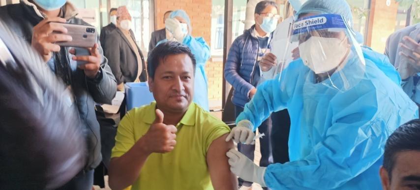 नेपालमा पहिलो दिन ९ हजार ८४ जनाले खोप लगाए