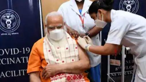 भारतका प्रधानमन्त्री नरेन्द्र मोदीले लगाए दोस्रो डोज खोप