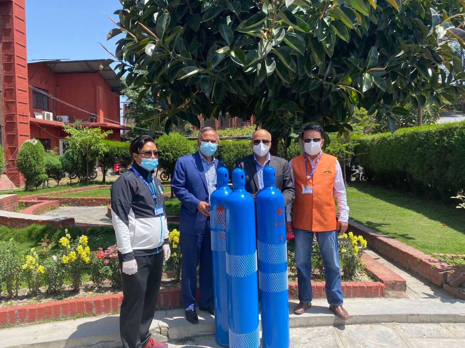 एनआरएनएले सुरु गरेको 'नेपालमा अक्सिजन पठाऔँ, आफन्तको ज्यान बचाऔँ' अभियानमार्फत नेपाल ल्याइएका ५६० थान अक्सिजन सिलिण्डर नेपाल सरकारलाई हस्तान्तरण