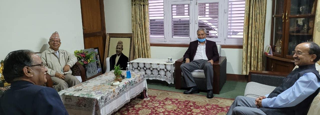 तीन पुर्व प्रधानमन्त्रीको  नेपाल निबासमा छलफल ,अदालतमा विचाराधीन मुद्दालाई प्रभावित पार्ने काम नगर्न ध्यानाकर्षण