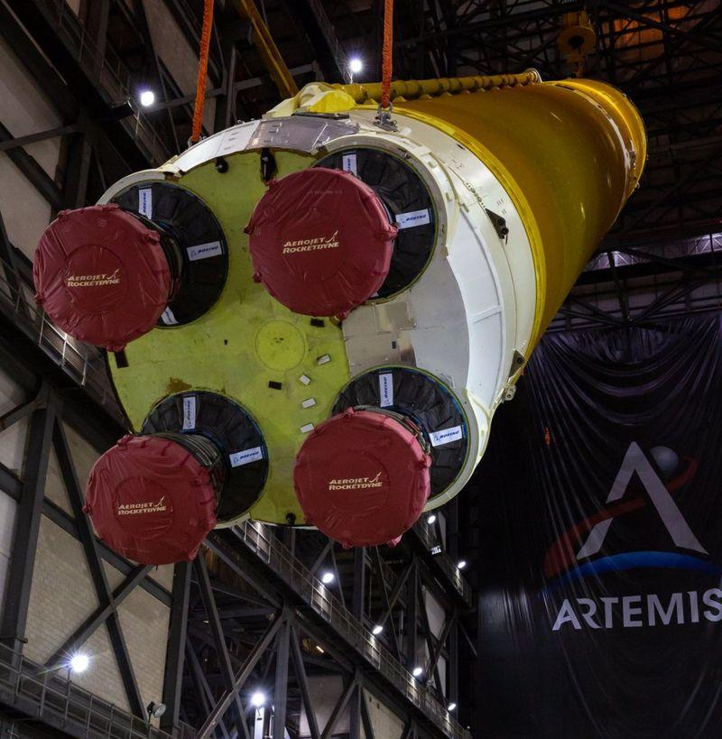 यस्तो छ चन्द्रमामा मानिस पुर्याउने रकेट