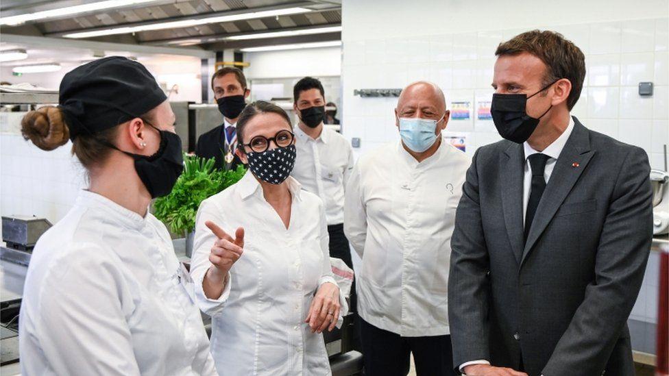 फ्रान्सेली राष्ट्रपति इमानुएल मैक्राँनले खाए थप्पड