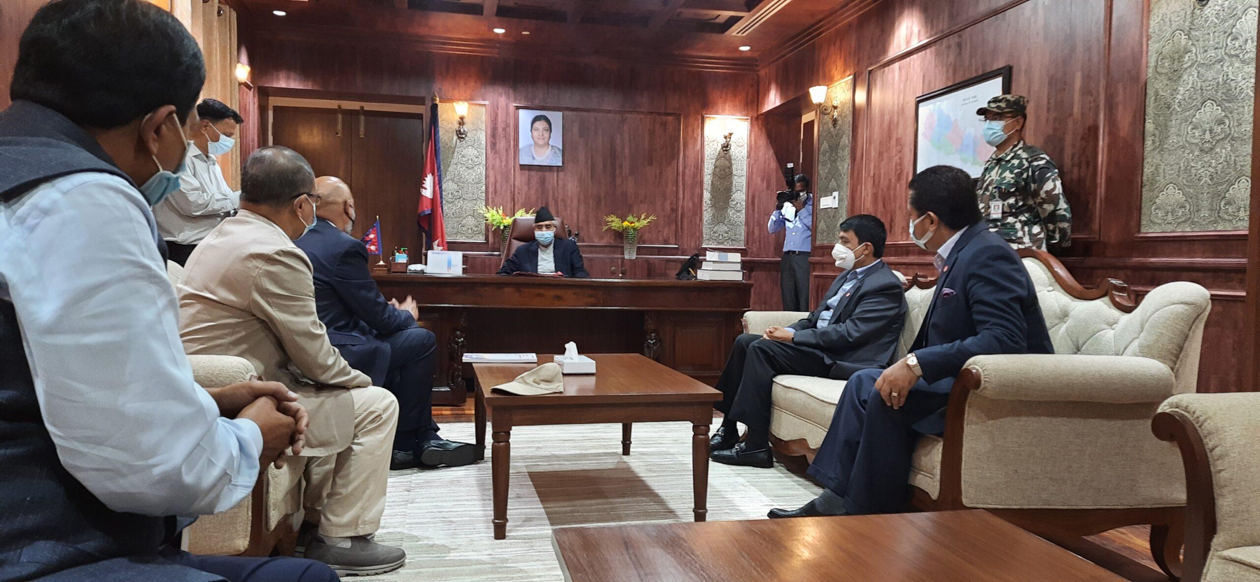 नवनियुक्त प्रधानमन्त्री शेरबहादुर देउवालाई नेपाल उद्योग वाणिज्य महासंघका प्रतिनिधीले  भेटे