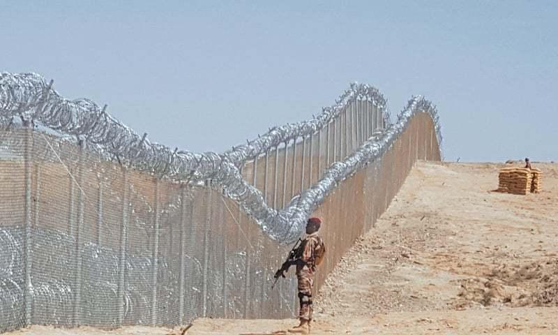 पाकिस्तानले अफगानिस्तानसँग जोडिएको सीमा क्षेत्रमा तार बार  लगाउदै