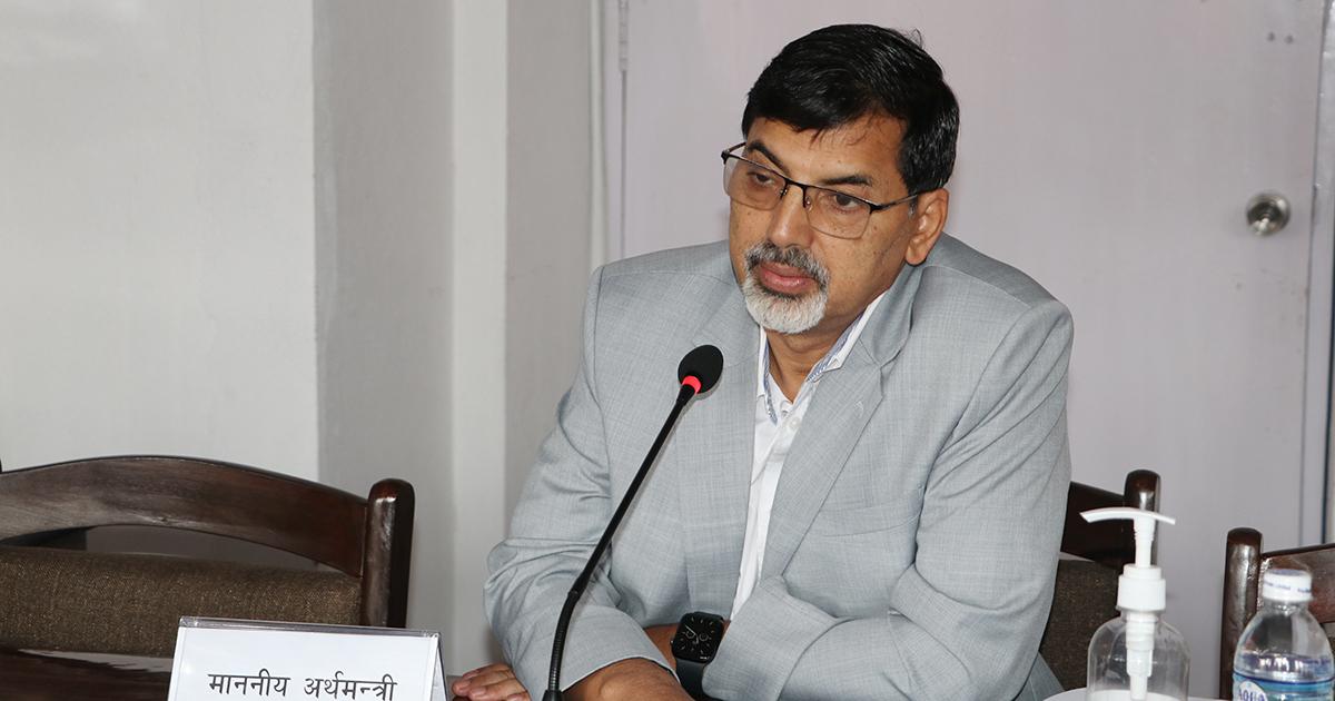 सेयर बजारमा सिमित संख्याका लगानीकर्ताले मात्रै लाभ लिएका छन : अर्थमन्त्री शर्मा