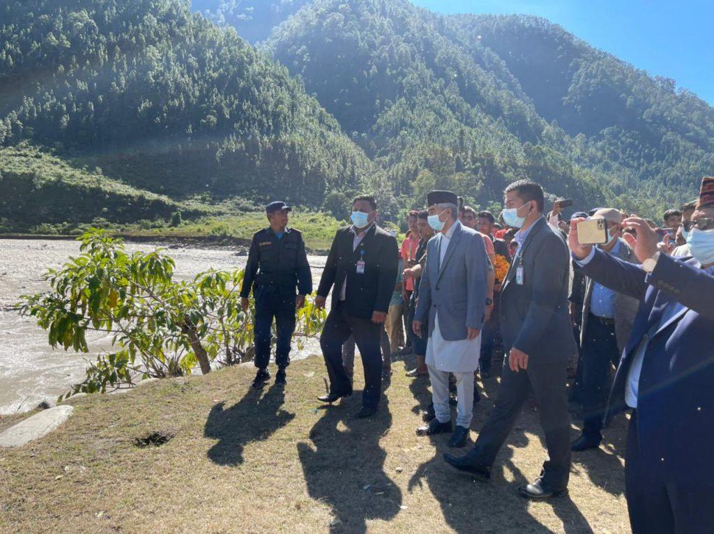 प्रधानमन्त्री देउवा सुदूरपश्चिम प्रदेशका बाढी तथा पहिरो प्रभावित क्षेत्रमा